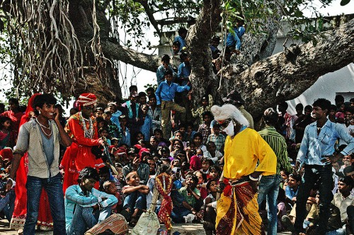 Performances: Badalya Hindawa guru scene
